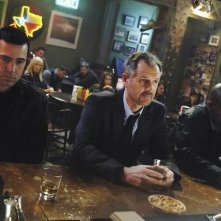 Malik Yoba, Andrew Airlie e Ron Livingston in una scena dell'episodio H2IK di Defying Gravity