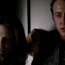 Mariana Klaveno e Chris Coy in una scena dell'episodio 'Timebomb' della serie True Blood