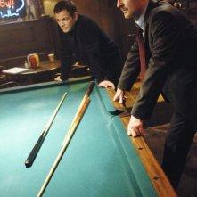 Ty Olsson ed Andrew Airlie in una scena dell'episodio H2IK di Defying Gravity