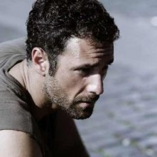Raoul Bova in una scena della fiction Mediaset Intelligence