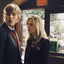 Chris Zylka and Meaghan Jette Martin in una scena dell'episodio Don't Leave Me This Way di 10 Things I Hate About You