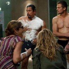 Gregory Cruz, Bailey Chase, Laura San Giacomo ed Holly Hunter in una scena dell'episodio Popcorn di Saving Grace