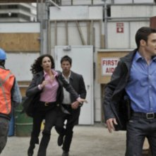 Joe Flanigan, Joanne Kelly ed Eddie McClintock in una scena dell'episodio Elements di Warehouse 13