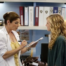 Laura San Giacomo ed Holly Hunter in una scena dell'episodio Moooooooo di Saving Grace