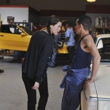 Lindsey Shaw e Ray Santiago in una scena dell'episodio Don't Give Up di 10 Things I Hate About You