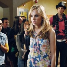 Meaghan Jette Martin e Nicholas Braun in una scena dell'episodio Don't Give a Damn About My Bad Reputation di 10 Things I Hate About You