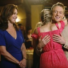 Peri Gilpin, Neil Jackson ed Ayla Kell nell'episodio All's Fair In Love, War and Gymnastics di Make it or Break it