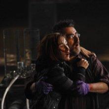 Saul Rubinek e Sarah Allen in una scena dell'episodio Claudia di Warehouse 13