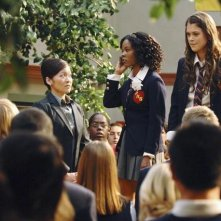 Suzy Nakamura, Dana Davis e Lindsey Shaw in una scena dell'episodio Don't Leave Me This Way di 10 Things I Hate About You