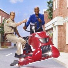 Colin Ferguson e Joe Morton in una foto promozionale della stagione 3 della serie televisiva Eureka