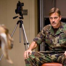George Clooney in una scena del film The Men Who Stare at Goats