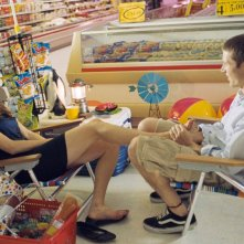 Alexis Bledel e Zach Gilford in una scena del film Post Grad