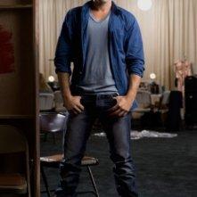 Ben Hollingsworth è Chris in una foto promozionale di The Beautiful Life