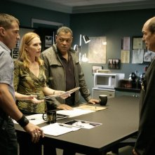 Marc Vann, Laurence Fishburne, Marg Helgenberger e George Eads in una scena dell'episodio Family Affair di CSI