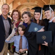 Michael Keaton, Carol Burnett, Bobby Coleman, Jane Lynch, Alexis Bledel e Zach Gilford in una scena del film Post Grad