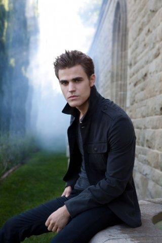 Paul Wesley è Stefan in una foto promozionale della nuova serie CW The Vampire Diaries