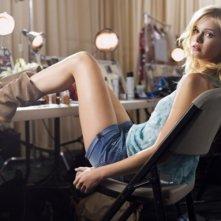 Sara Paxton è Raina in una foto promozionale di The Beautiful Life