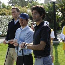 Tom Brady, Mark Wahlberg, e Adrian Grenier in una scena dell'episodio 'Fore!' della sesta stagione di Entourage