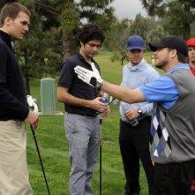 Tom Brady, Mark Wahlberg, Kevin Dillon, Adrian Grenier e Jerry Ferrara una scena dell'episodio 'Fore!' della sesta stagione di Entourage