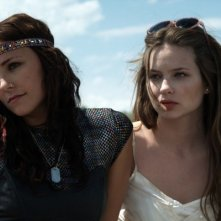 Briana Evigan e Daveigh Chase in una scena del film S. Darko