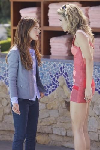 Shenae Grimes ed AnnaLynne McCord in una scena dell'episodio To New Beginnings, premiere della stagione 2 di 90210