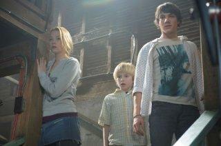 Haley Bennett, Nathan Gamble e Chris Massoglia in una scena del film The Hole in 3D