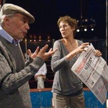 Il regista Jacques Rivette e Jane Birkin sul set del film Questione di punti di vista di Jacques Rivette