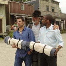 James Roday e Dulé Hill con James Brolin in una scena dell'episodio High Noon-ish di Psych