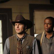 James Roday e Dulé Hill in una scena dell'episodio High Noon-ish di Psych