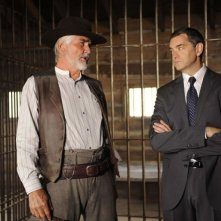 Timothy Omundson e James Brolin in una scena dell'episodio High Noon-ish di Psych