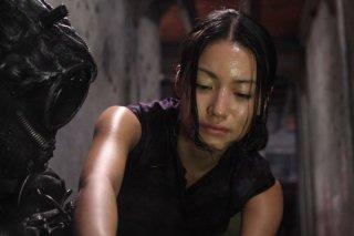Una scena del film Tetsuo - The Bullet Man di Shinya Tsukamoto