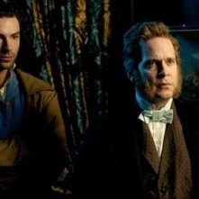 Aidan Turner e Tom Hollander in una scena di Desperate Romantics