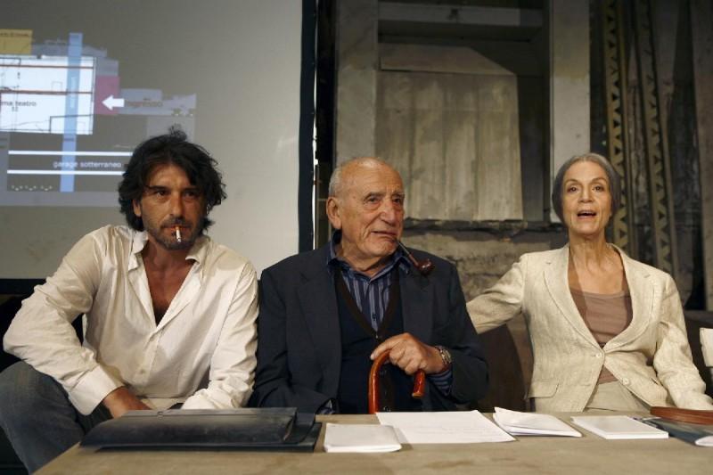 Luca Lionello Roberto Herlitzka E Lucia Poli In Una Scena Del Film Le Ombre Rosse 127891