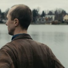Olle Sarri in una scena del film Apan