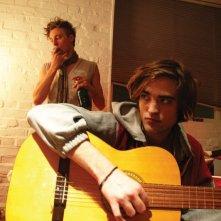 Robert Pattinson in un'immagine del film How To Be
