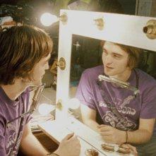 Robert Pattinson in una scena del film How To Be