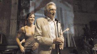 Valentina Carnelutti e Roberto Herlitzka in una scena del film Le ombre rosse