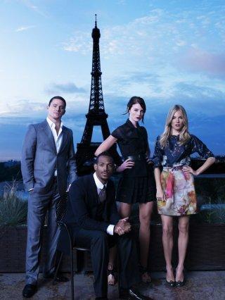 Channing Tatum, Marlon Wayans, Rachel Nichols e Sienna Miller in un'immagine promo con Tour Eiffel per il film G.I. Joe