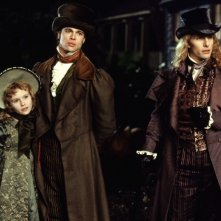 Claudia (Kirsten Dunst), Louis (Brad Pitt) e Lestat (Tom Cruise) in una scena del film Interview with the Vampire