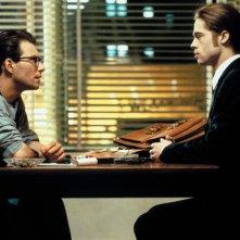 Daniel Malloy (Christian Slater) intervista il vampiro Louis de Pointe du Lac (Brad Pitt) nel film 'Interview with the Vampire'