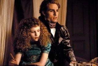 Lestat (Tom Cruise) con la piccola Claudia (Kirsten Dunst) in una scena del film Interview with the Vampire