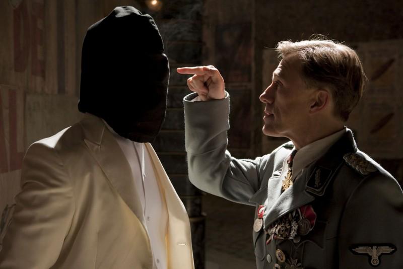 Christoph Waltz in una scena di Bastardi senza gloria