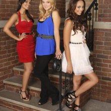 Dilshad Vadsaria, Spencer Grammer ed Amber Stevens in una foto promozionale della stagione 3 di Greek - La confraternita