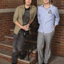 Scott Michael Foster e Jake McDorman in una foto promozionale della stagione 3 di Greek - La confraternita