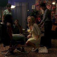 Adina Porter, Nelsan Ellis, Anna Paquin e Stephen Moyer in una scena dell'episodio 'New World In My View' della serie True Blood