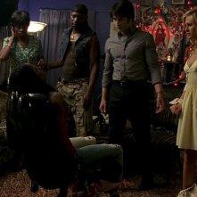 Adina Porter, Nelsan Ellis, Stephen Moyer e Anna Paquin in una scena dell'episodio 'New World In My View' della serie True Blood