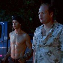 Jason Stackhouse (Ryan Kwanten) e Andy Bellefleur (Chris Bauer) in una scena dell'episodio 'New World In My View' della serie True Blood