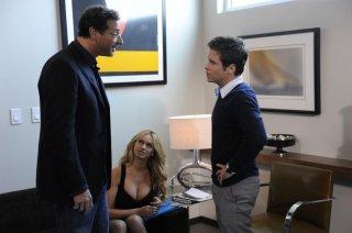 Kevin Connolly e Bob Saget una scena dell'episodio 'No More Drama' della sesta stagione di Entourage