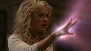 Sookie Stackhouse (Anna Paquin) si rende conto che i suoi poteri vanno ben al di là della telepatia in una scena dell'episodio 'New World In My View' della serie True Blood