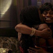 Tara (Rutina Wesley) e sua madre (Adina Porter) in una scena dell'episodio 'New World In My View' della serie True Blood